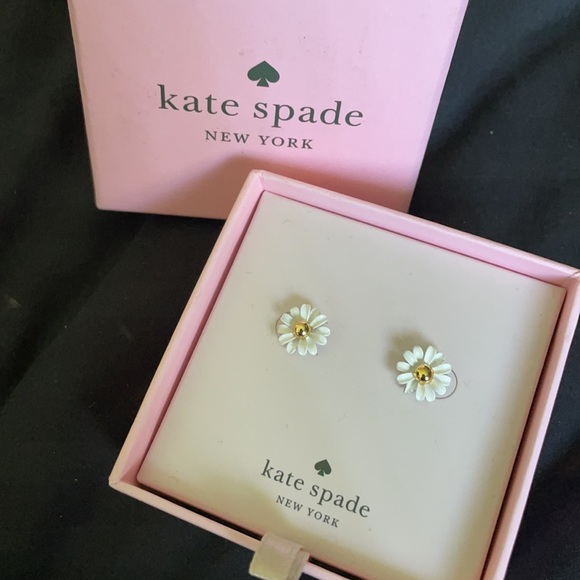 Dazzling daisies earring studs